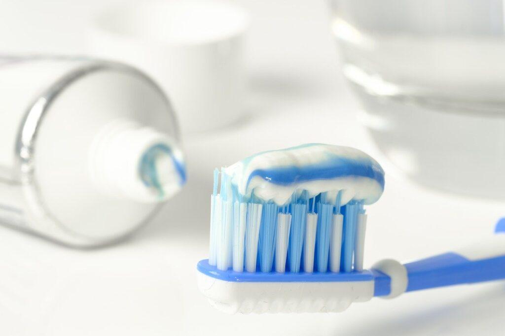 Dentifricio fluido non newtoniano
