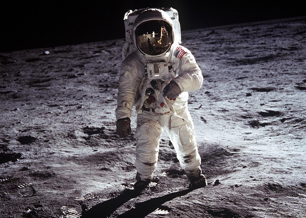 circumnavigazione della Luna