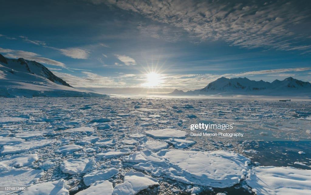 Le acque dell'oceano Antartico circondano la calotta polare australe. Crediti: David Merron.