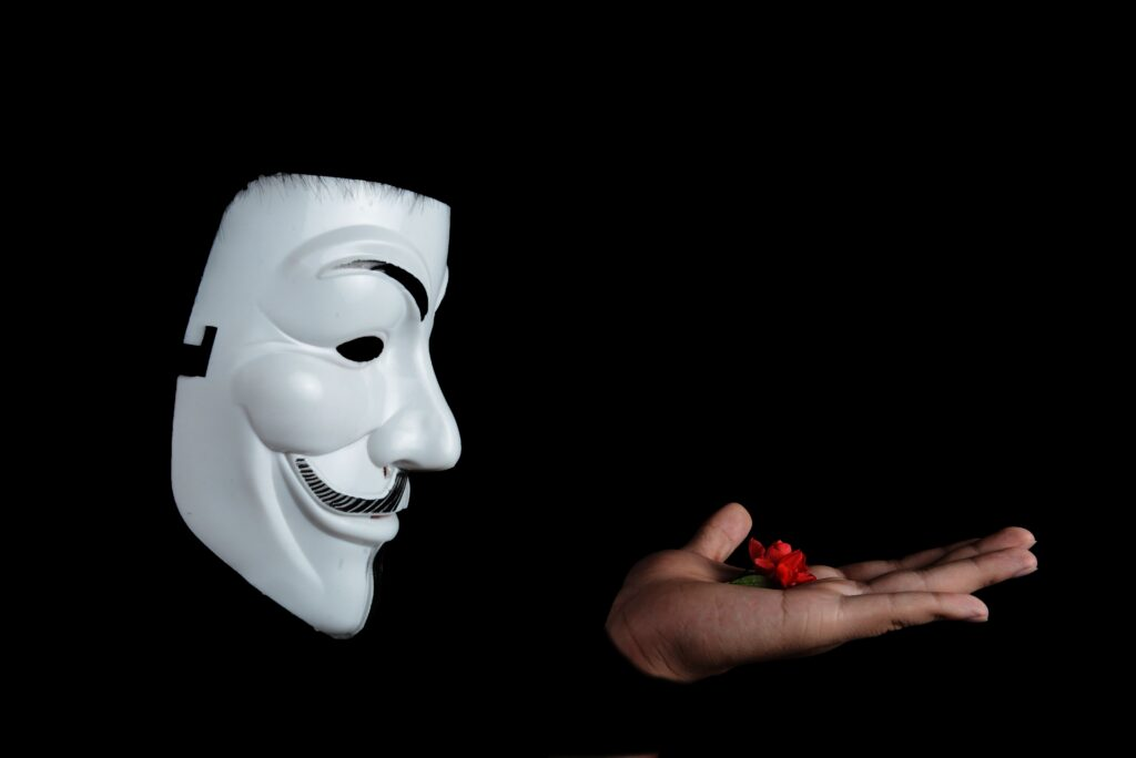 Maschera di anonymous. Attacco hacker regione lazio